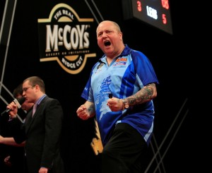 McCOYS PREMIER LEAGUE DARTS 14/3/13 MCR ARENA ,MANCHESTER PIC;LAWRENCE LUSTIG ANDY HAMILTON V PHIL TAYLOR  ANDY HAMILTON WINS